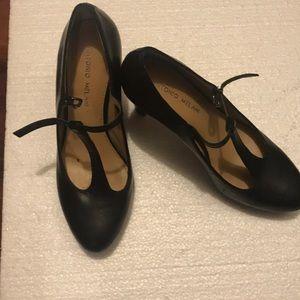 Antonio Melani Black Vintage T-Strap Heel 8M
